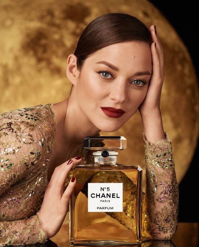 """Chanel """"No. 5 & # 39; Fragrance 2020: Marion Cotillard by Steven Meisel & Johan Renck"""